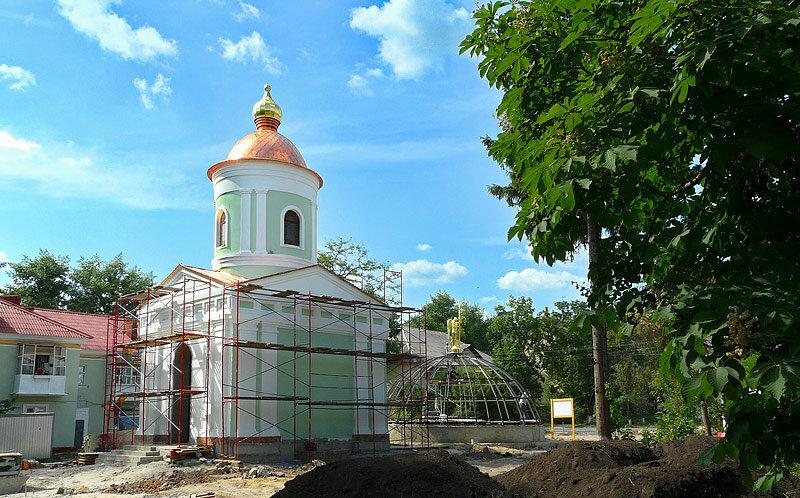 """Строительство часовни и купола """"пещерки"""" на Свято-Троицком бульваре. 2011, фото Sanchess"""