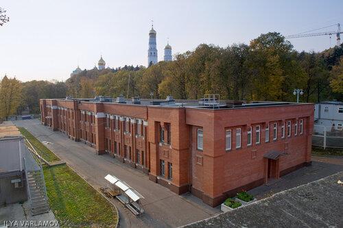Постройка на месте церкви Константина и Елены в Московском Кремле.