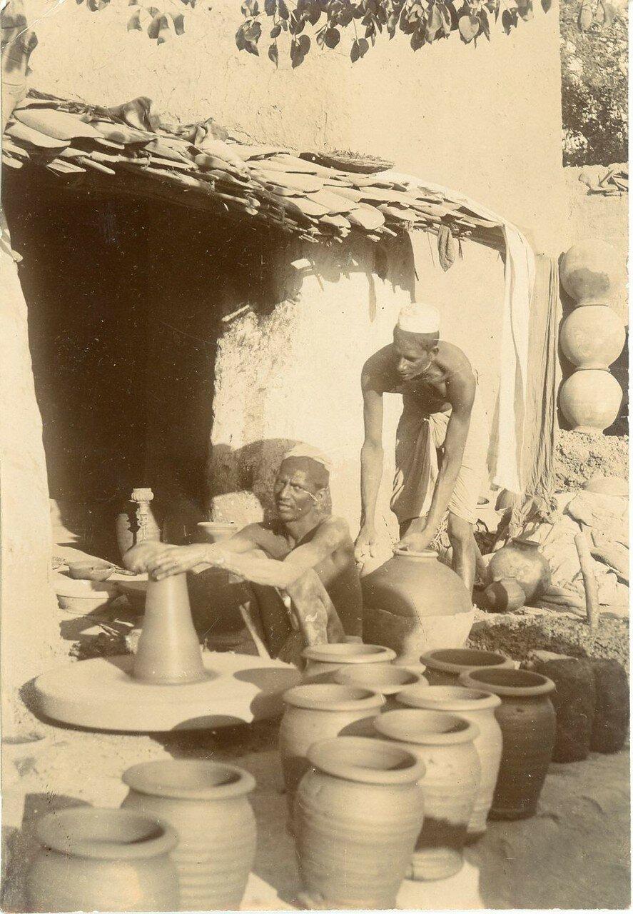 1900. Гончар