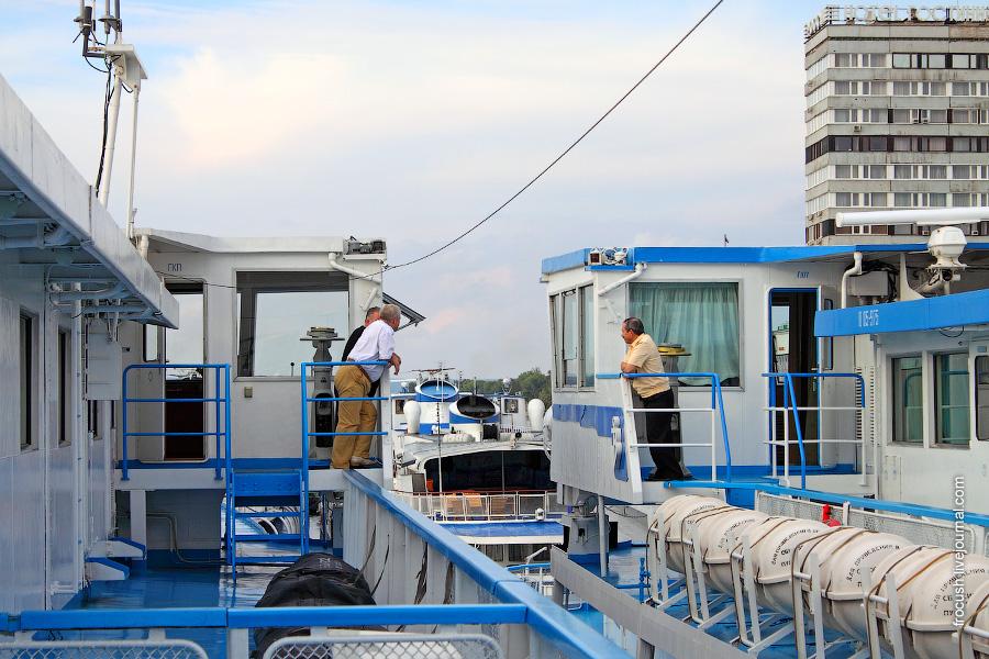 Пассажирские теплоходы «Сергей Кучкин» и «Михаил Фрунзе» 24 августа 2010 года в Самаре