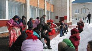 Масленица, 2011г. Традиционное перетягивание каната:)