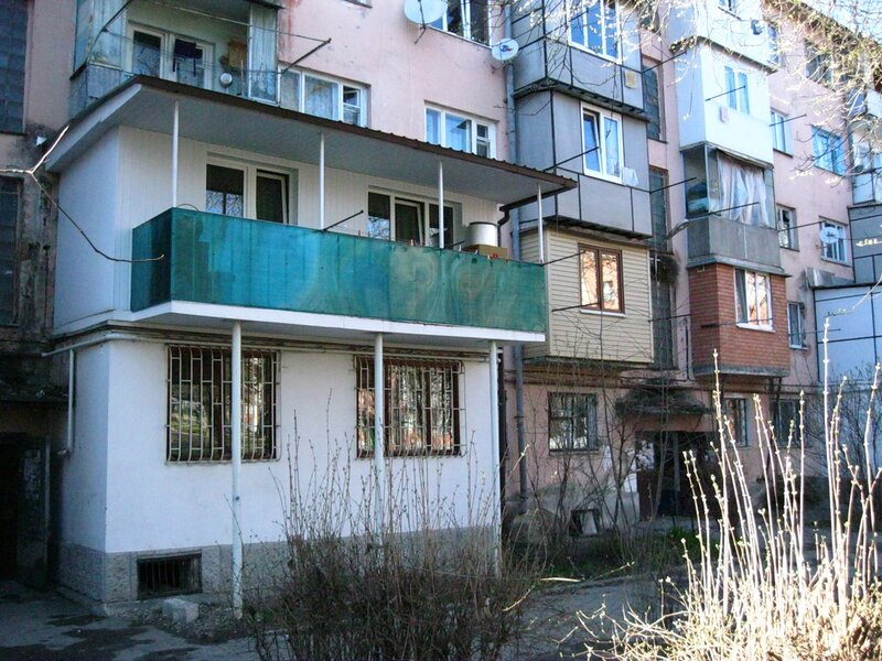 Изготавливаем эскиз проекта -Согласовываем с Архитектурой -Определяем земельный участок, прилегающий к дому...
