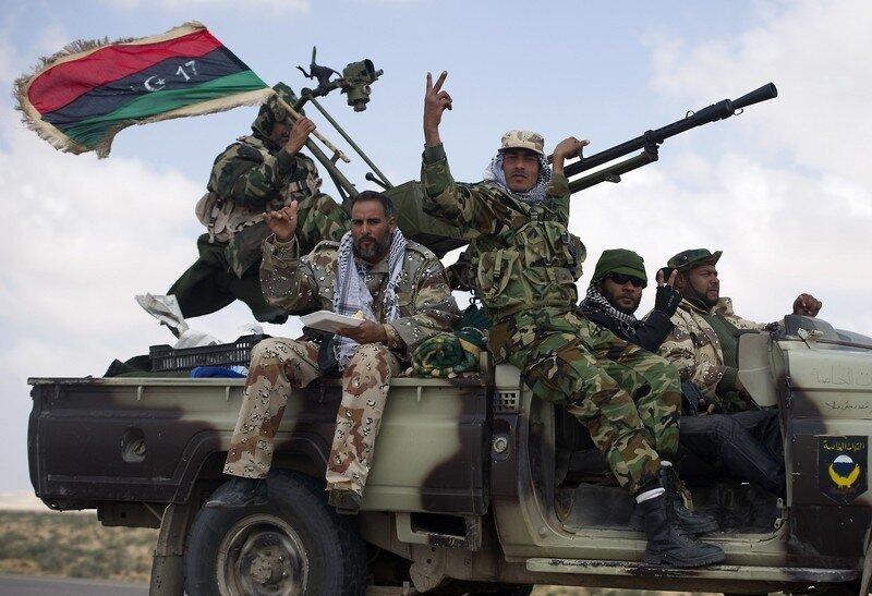 Libyan rebels head towards an area where