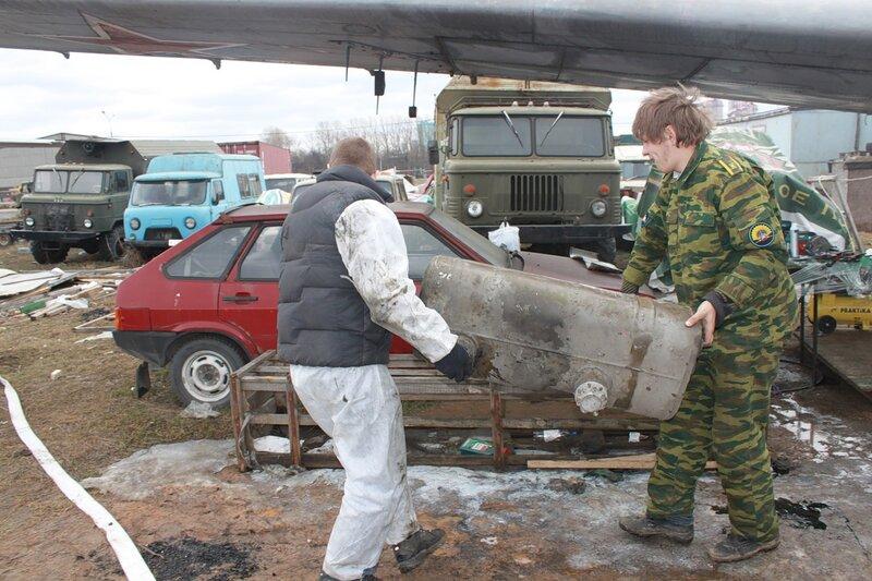 Переноска маслобака Ил-14