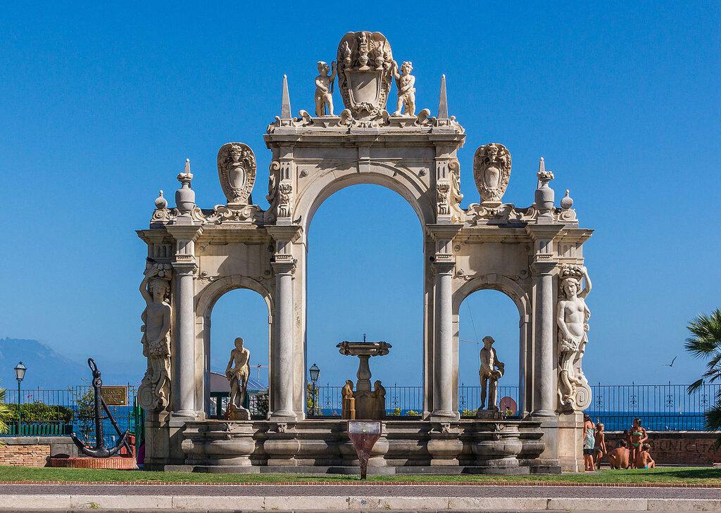 Fontana_del_Gigante_Naples.jpg