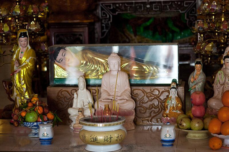 Будда с фруктами