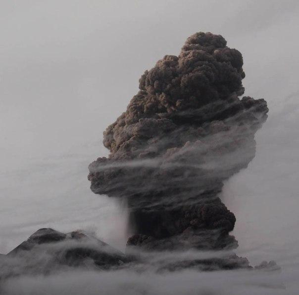 Красивые фотографии: извержения вулканов 0 10f561 4d206d48 orig