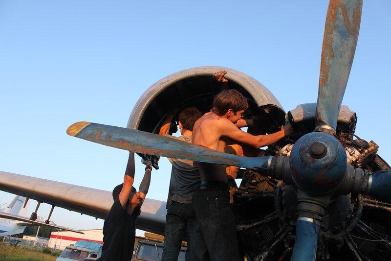 демонтаж створок капотов Ил-14Т