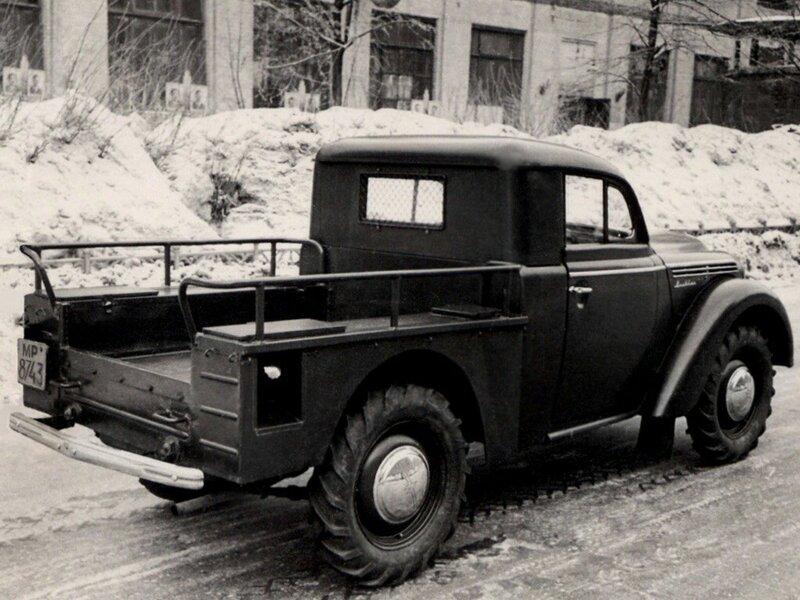 381177 Опытный образец пикапа «Москвич» во дворе завода.jpg