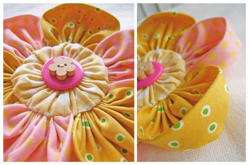 В этой статье: как сшить цветок из квадратов ткани с круглой серединкой.