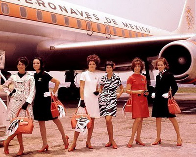 vintage_flight_attendant_aeronaves_de_mexico.jpg
