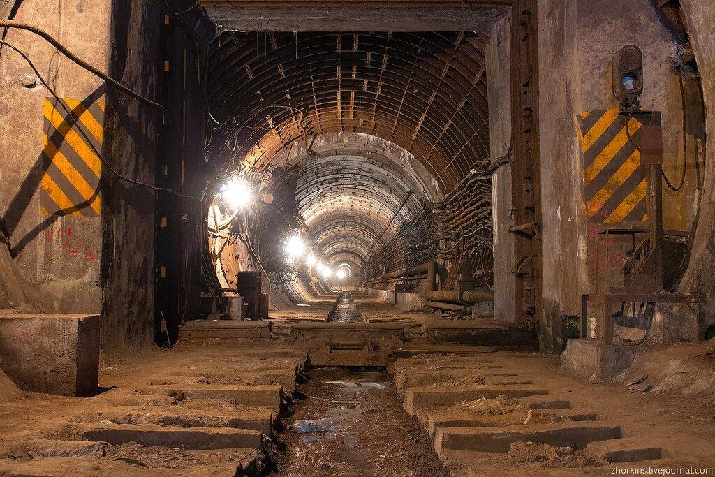 Заброшенное метро гермодверь