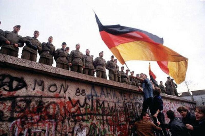 25 лет падения Берлинской стены. Уникальные исторические фотографии 0 1b49e7 6f112821 XL