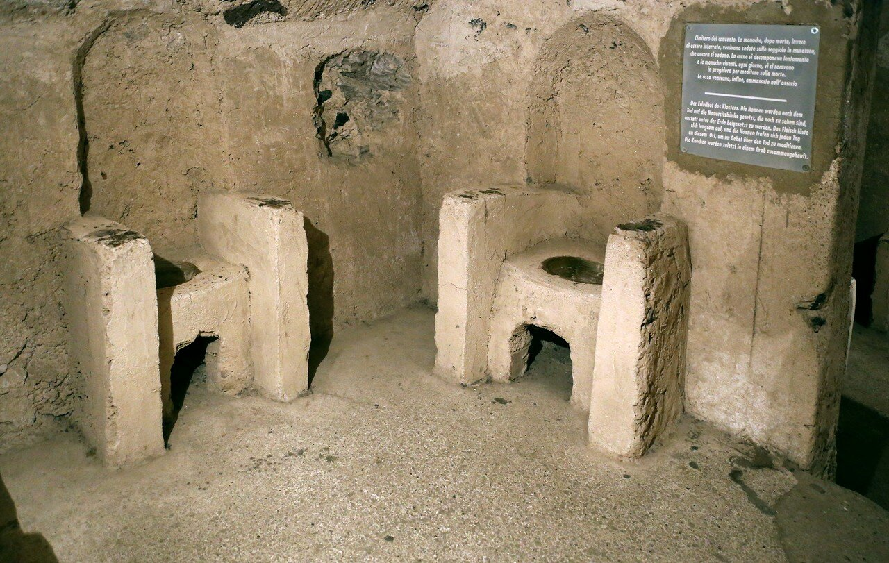 Искья. Арагонский замок.  Кладбище монахинь (Cimitero delle monache)