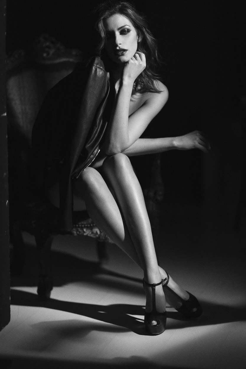 Итальянская модель Илария Каппони в фотосессии «La Venus milanaise» (24 фото) 18+