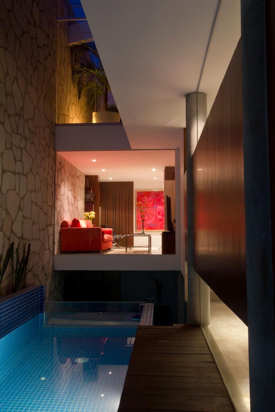 Двухэтажный особняк Block House в Мехико