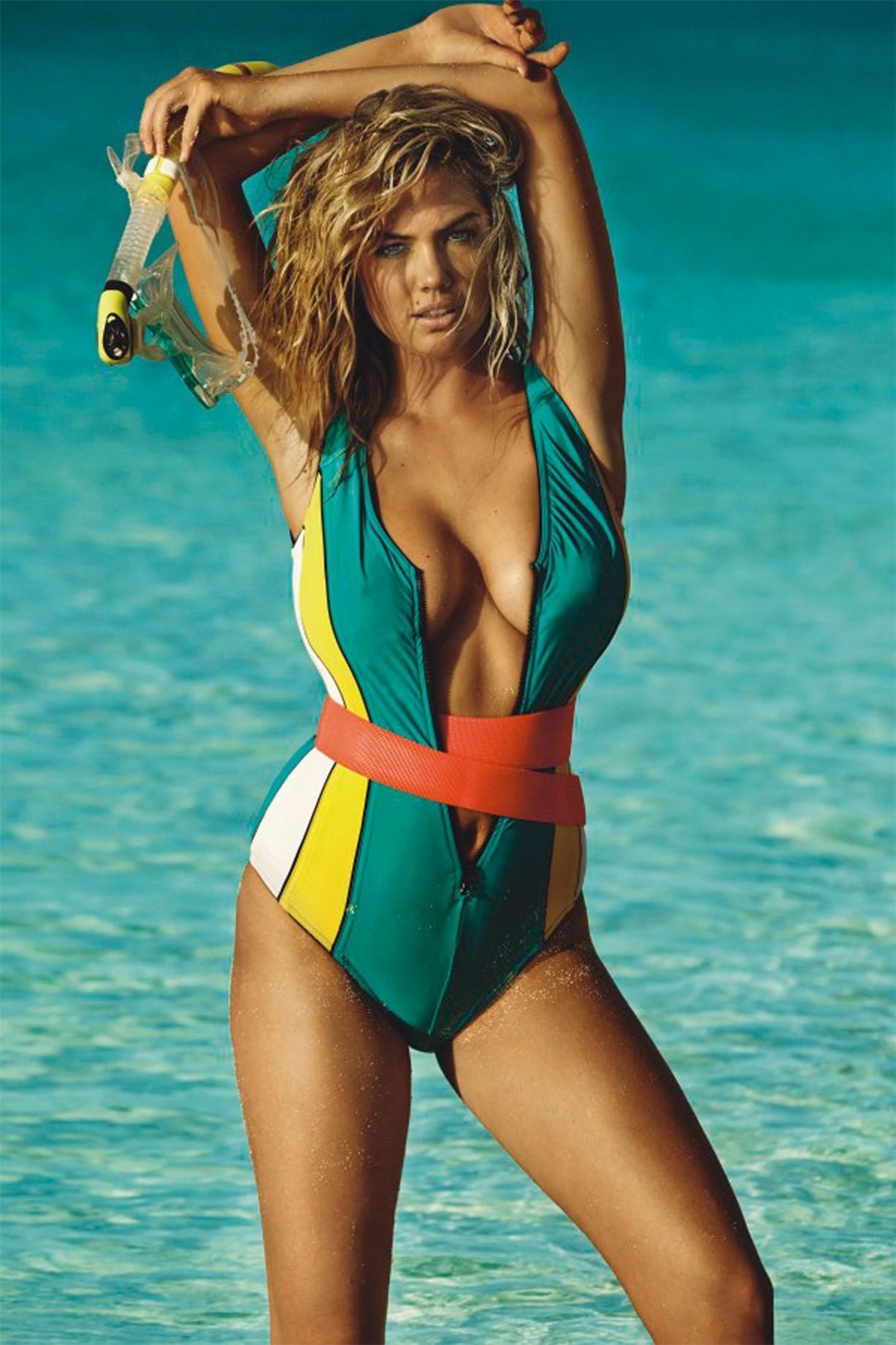 на пляже с Кейт Аптон / Kate Upton by Mario Testino in Vogue UK june 2014