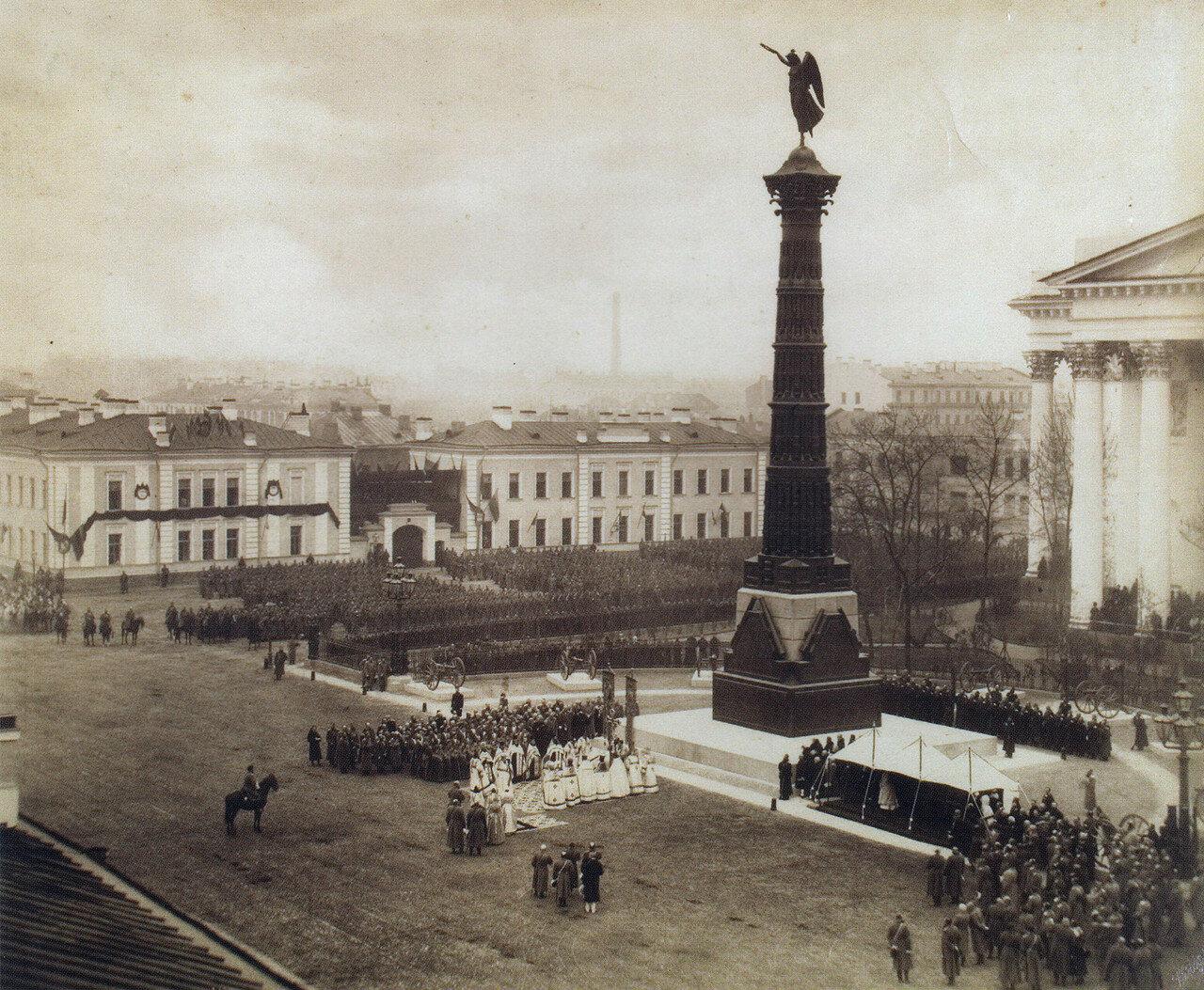 Торжественная церемония открытия памятника перед Троицким собором.1886