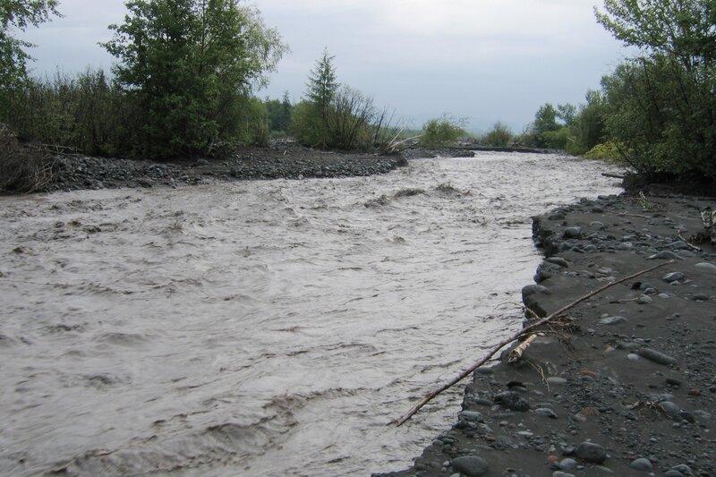 Река после дождей, Камчатка, Толбачик