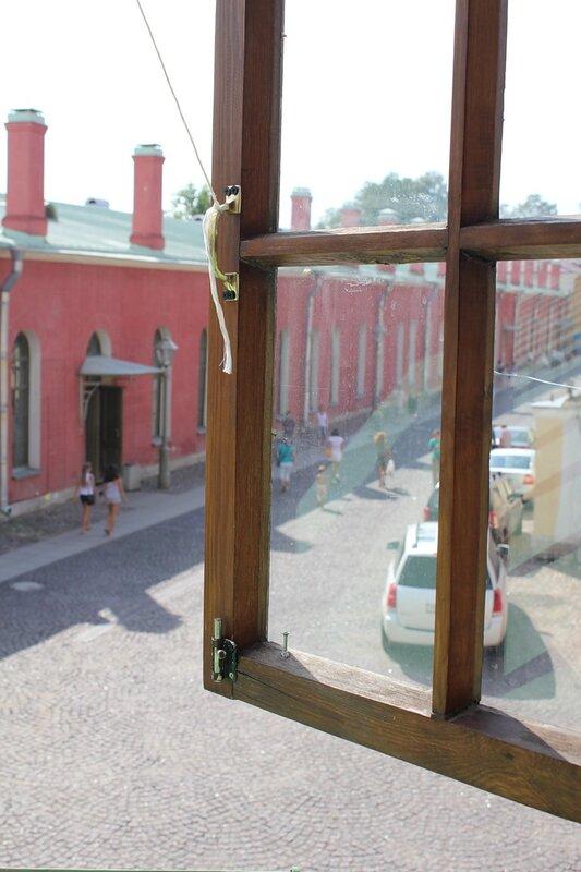 Вид из окна на Петропавловскую крепость
