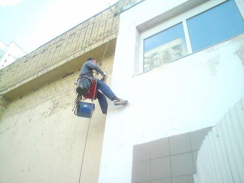 Ремонт фасадов промышленными альпинистами