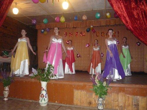 Выступает старший танц-класс Е.Обозовой