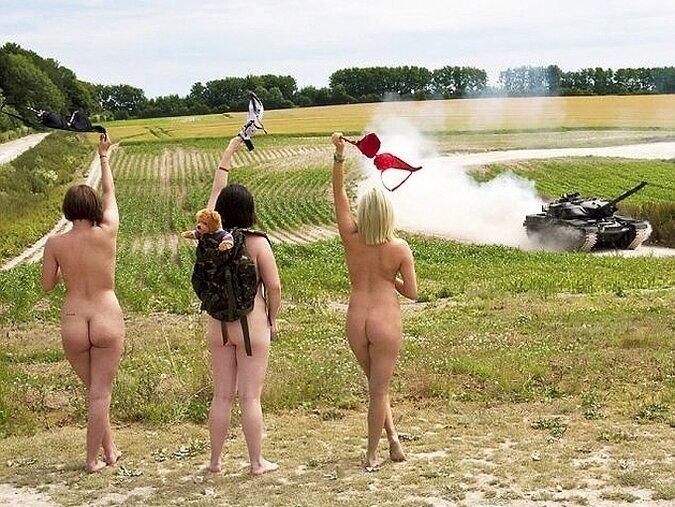 Календарь с голыми солдатками собрал 26 тыс. фунтов