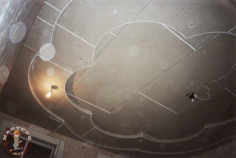 Потолок из гипсокартона в виде трех