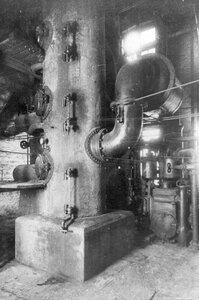 Аппарат-вакуум для сгущения бурого щелока на заводе.