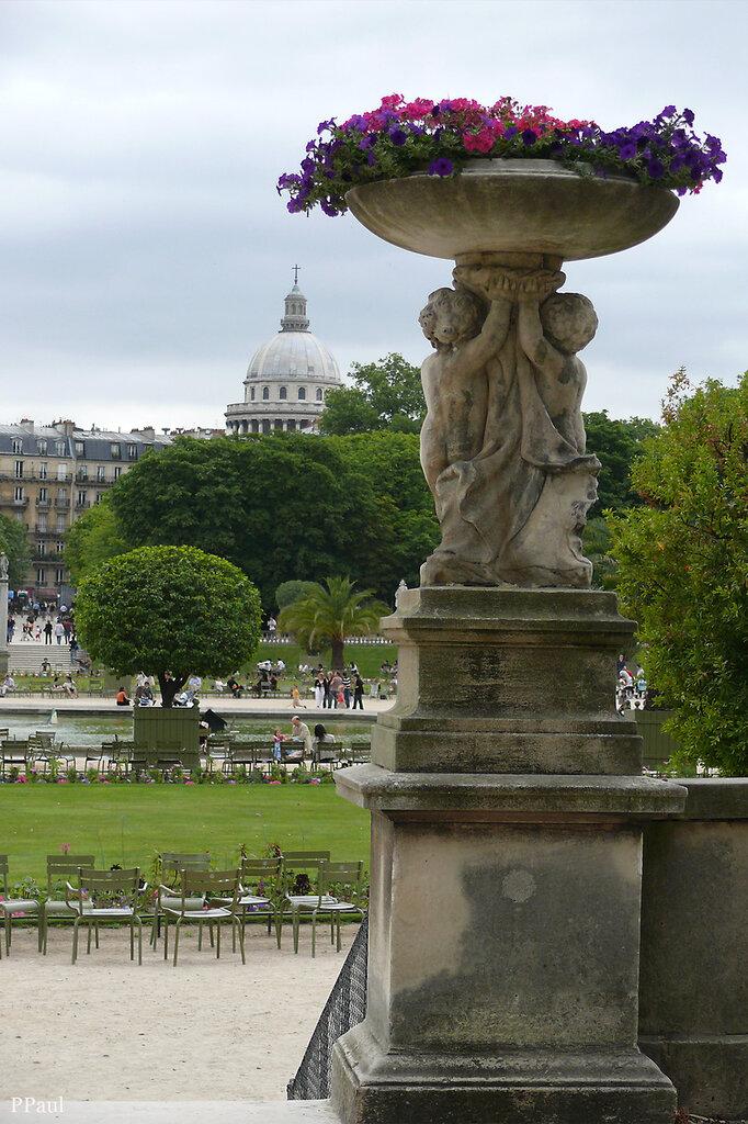 Люксембургский сад и вид на Пантеон