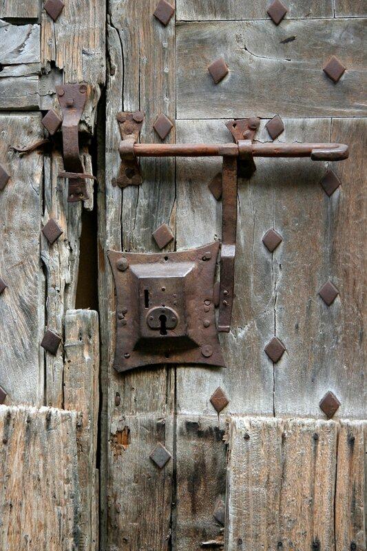 Старинный дверной замок
