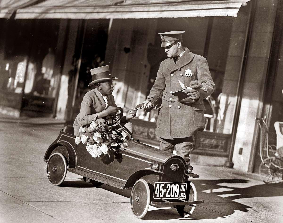 Мини автомобиль цветочного магазина для специальной доставки заказов (Вашингтон, 1922 год)