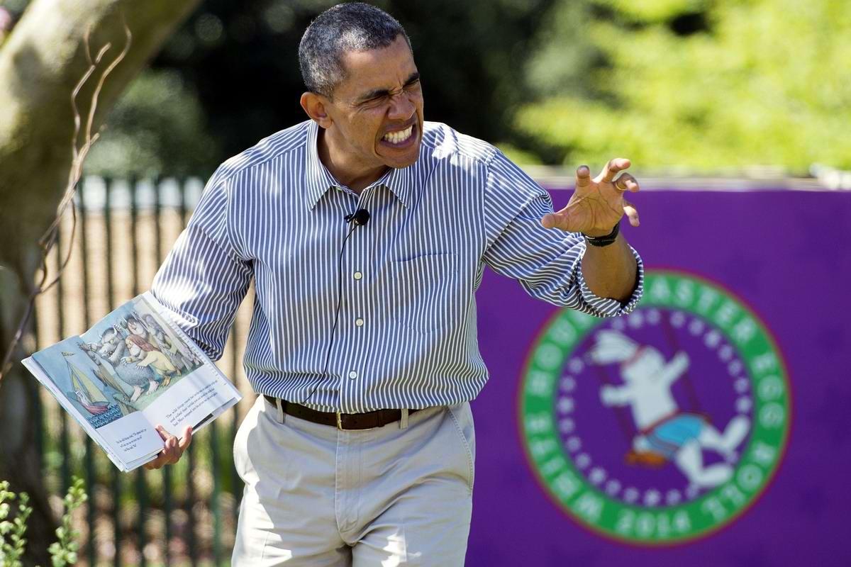 Не ходите дети в Африку гулять: Обама читает книжку у Белого дома (1)