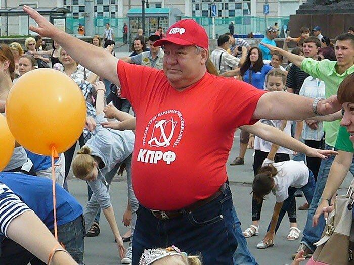 Владимир Беспалов делает зарядку