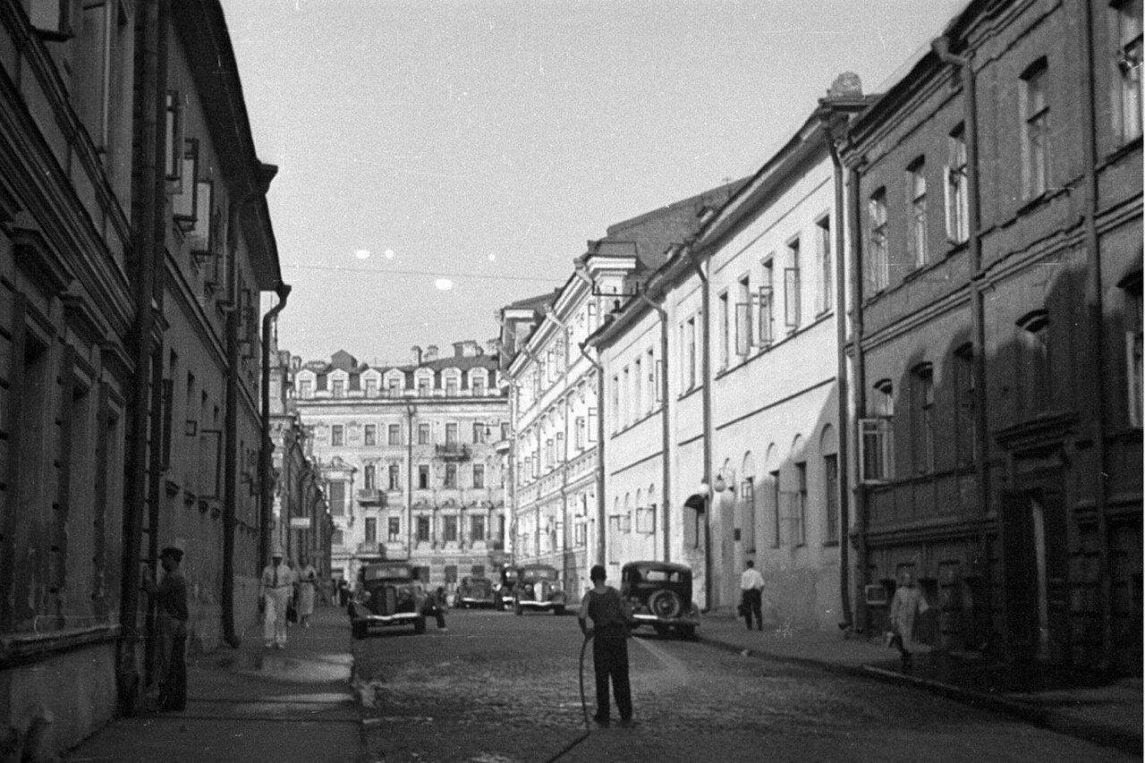 57. Георгиевский переулок в сторону Большой Дмитровки