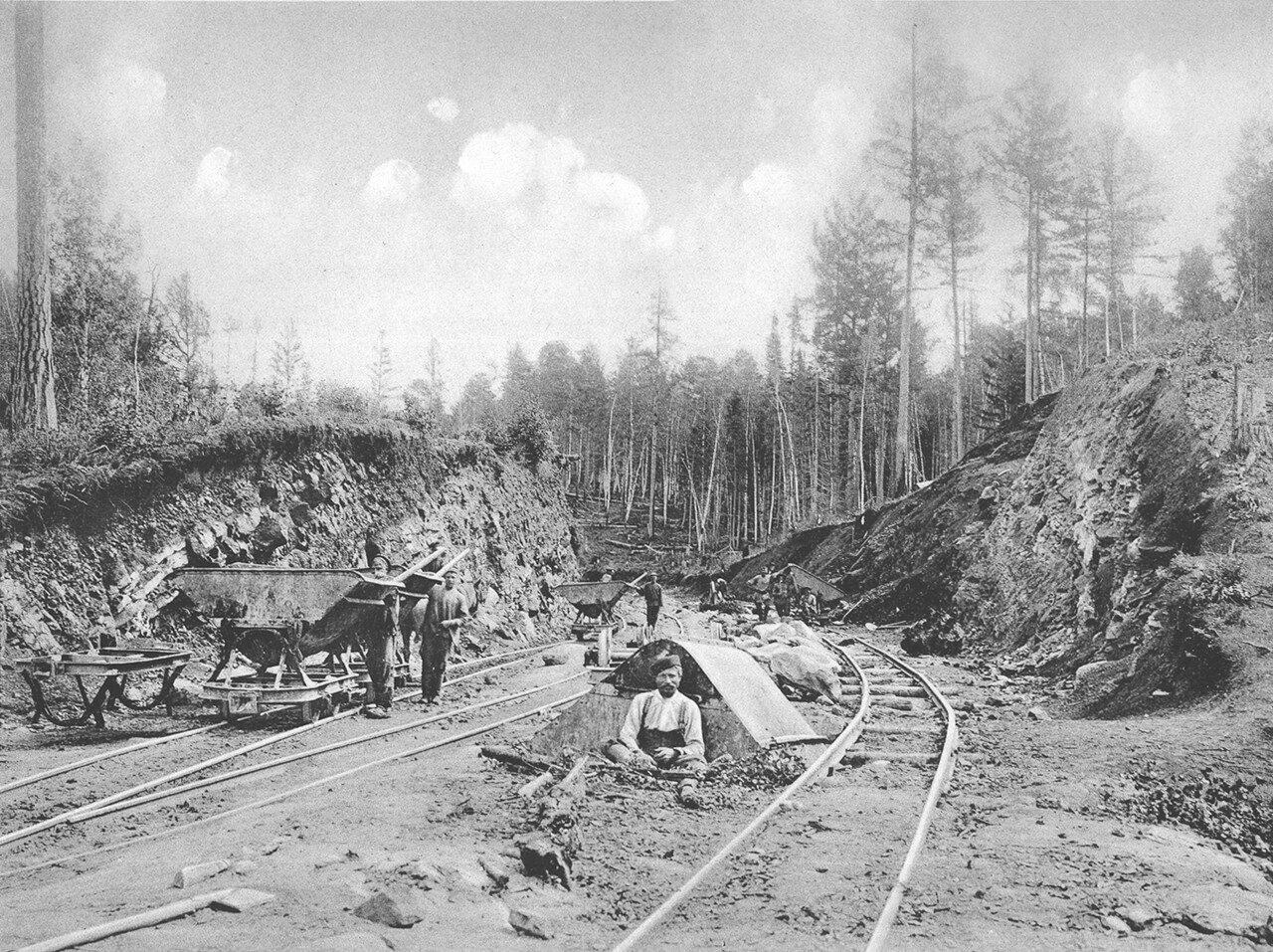 42. 2552 верста. Разработка выемки в скале. Строительный период 1909