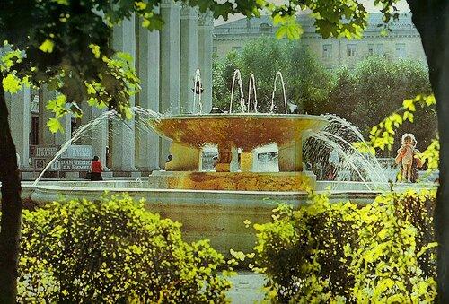 фонтан у театра, фото В.Собровин
