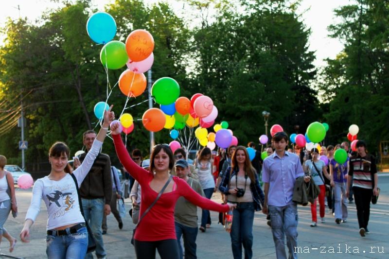 Радужный флешмоб, Саратов, Набережная Космонавтов, 17 мая 2011 года.