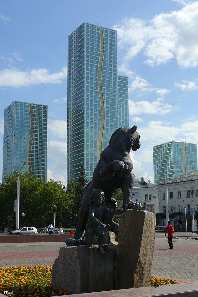 фонтан на центральной площади правого берега...
