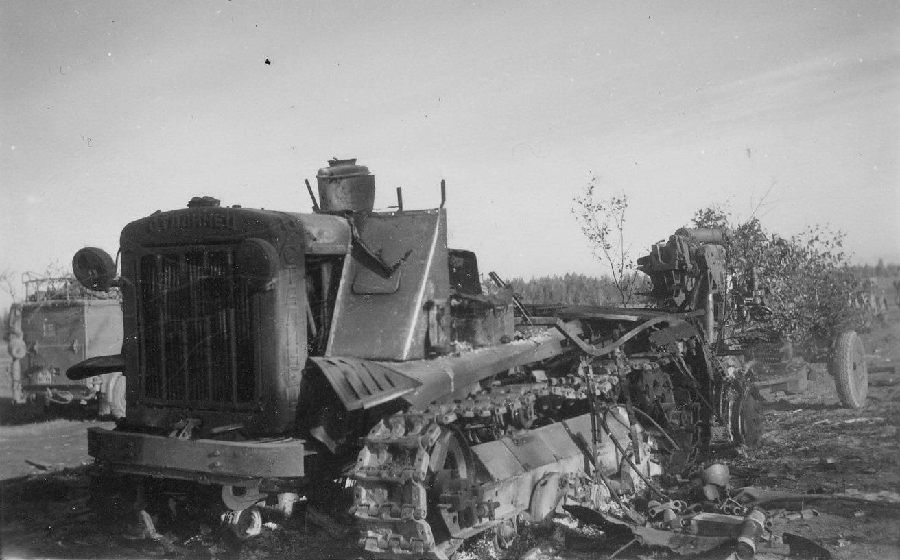 Уничтоженный советский тягач
