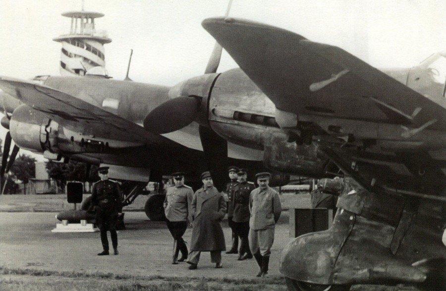Великая страна СССР, Сталин на выставке трофейного оружия