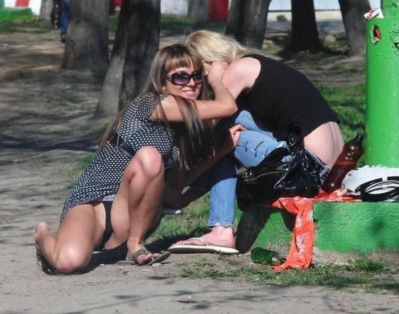 За что мужчины любят лето: пикантные кадры с девушками