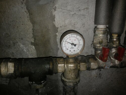 Срочный вызов электрика аварийной службы в частный дом из-за отключения электричества вследствие поломки стабилизатора