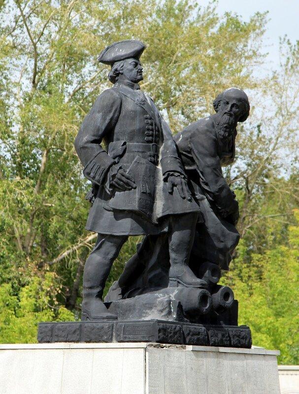 Невьянск. Памятник Петру I и Никите Демидову