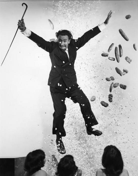 Художник Сальвадор Дали. Прыжок, как правило, получался причудливым и смешным, но в то же время отли
