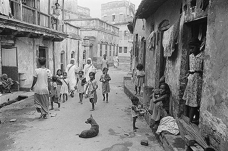 Калькутта. Миссия Терезы появилась в решающий для города момент, когда число жителей увеличивалось и