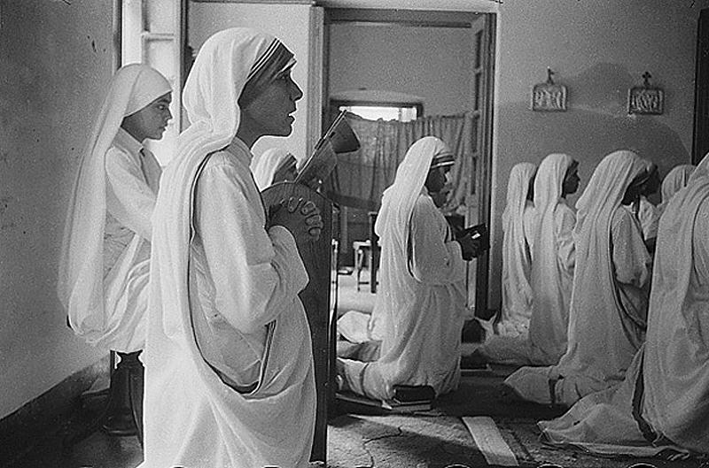 Сестры. Одухотворенная образом Христа, Тереза начала свою миссию одна, но вскоре к ней присоединилис