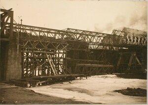 Вид части моста в момент достижения аванбеком эстакады.