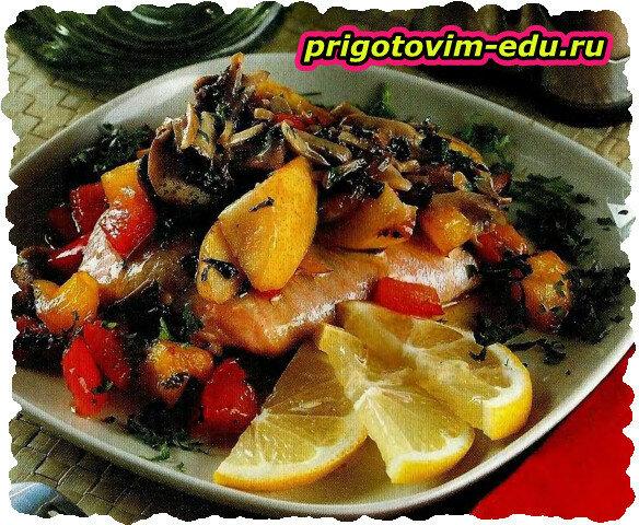 Запеченная рыба с грушами и соусом