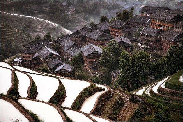 Горная деревня Цзючжайгоу в южном Китае Деревня, которая редко посещается туристами.